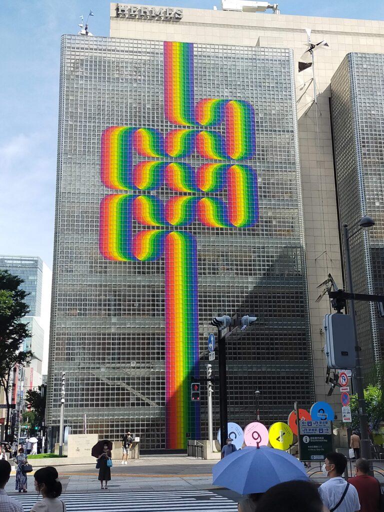 銀座メゾンエルメスのビルに「ジュリオ・ル・パルク」さんのアート